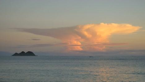 Oahu-Waimanalo-Amanecer-Nube-Dorada-mov-Oahu-Waimanalo-Amanecer-Golden-Cloud-mov