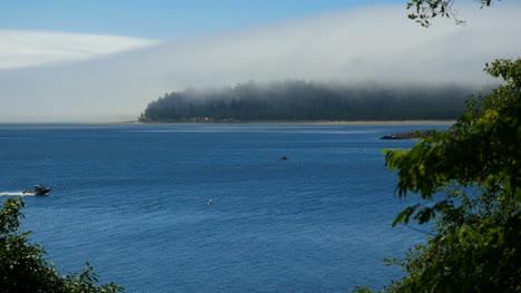 Oregon-Tillamook-Bay-Speedboat