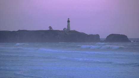 Oregon-Yakina-Lighthouse-Light-Shines