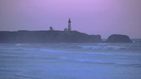 Oregon-Yakina-Lighthouse-Light-Shines