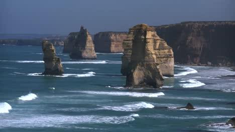 Australia-Great-Ocean-Road-12-Apostles-Morning-Distant-Sea-Stacks
