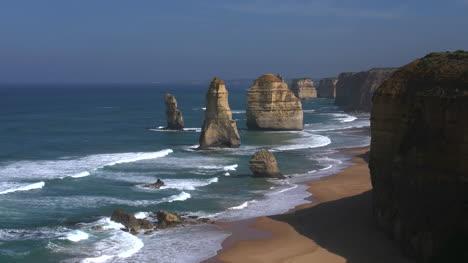 Australia-Great-Ocean-Road-12-Apostles-Morning-View-Toward-Sea-Stacks