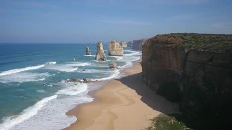 Australia-Great-Ocean-Road-12-Apostles-Morning-View-With-Beach