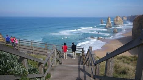 Australia-Great-Ocean-Road-12-Apostles-Tourists-On-Boardwalk