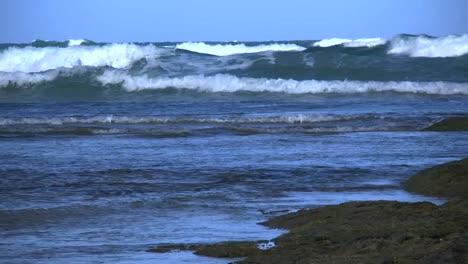 Australia-Great-Ocean-Road-Big-Waves
