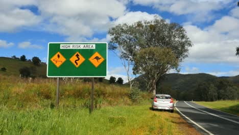 Australia-Murray-River-Road-Sign-With-Warning