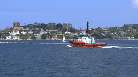 Australia-Sydney-Harbour-Con-Remolcador-Pasando-Suburbio