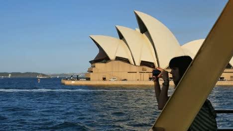 Australia-Sydney-Harbor-Girl-Photographs-Opera-House