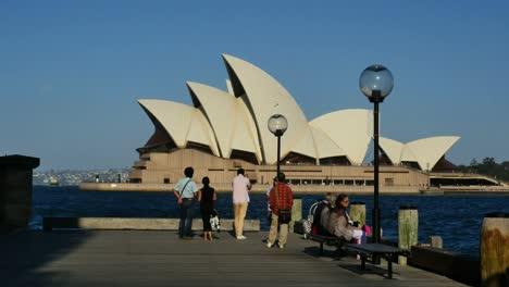 Australia-Sydney-Tourists-View-Opera-House
