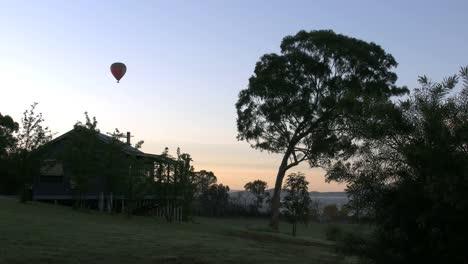 Australia-Yarra-Valley-Balloon-And-Cottage