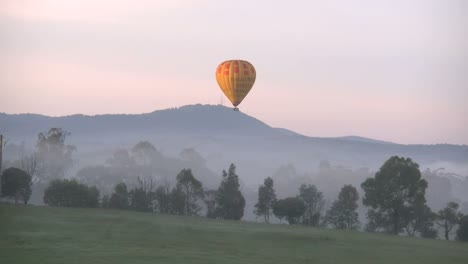 Australia-Yarra-Valley-Sunrise-Balloon-Lowers