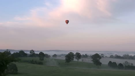 Australia-Yarra-Valley-Zoom-On-Balloon-In-Sunrise-Sky