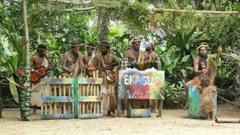 Vanuatu-Ekasup-Musicians-And-Little-Girl