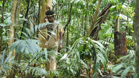 Vanuatu-Man-Appears-In-Jungle