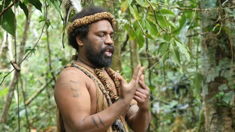 Vanuatu-Man-Talks-With-Hands