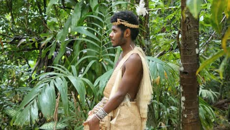 Vanuatu-Man-With-Conch-Shell