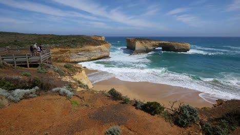 Australia-Great-Ocean-Road-London-Bridge-With-Tourists
