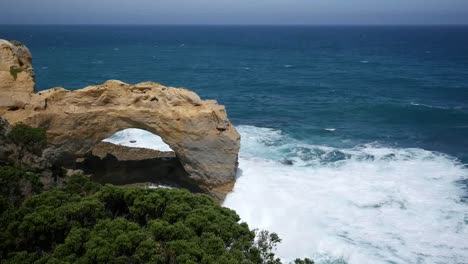 Australia-Great-Ocean-Road-The-Arch-And-Waves