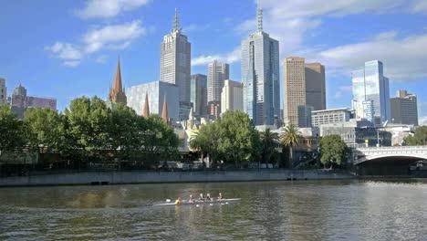 Australia-Melbourne-Botes-Siendo-Remados-En-El-Río-Yarra
