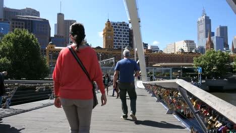Australia-Melbourne-Foot-Bridge-Yarra-Río-People-Walking-Across