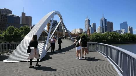 Australia-Melbourne-Puente-Peatonal-Río-Yarra