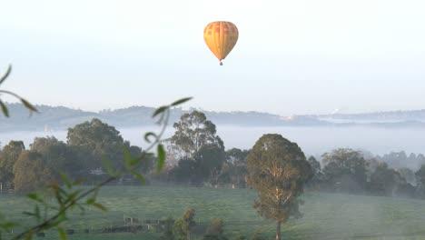 Australia-Yarra-Valley-Balloon-In-Morning-Zoom-In