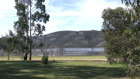 Australia-Children-By-Lake-In-The-Grampians