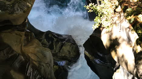 New-Zealand-Fiordland-Water-Gushing-Water