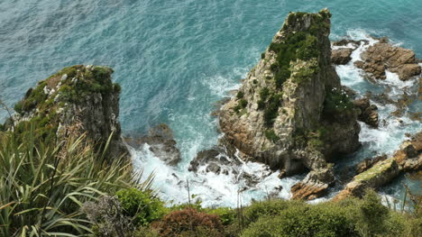 New-Zealand-Looking-Down-At-Rock-Nugget-Point