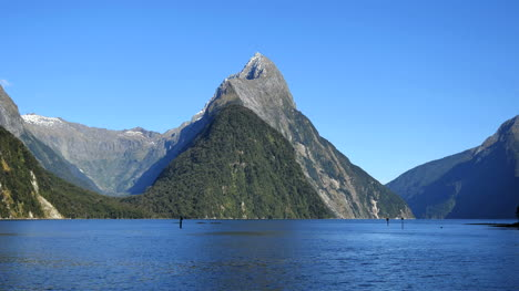 New-Zealand-Milford-Sound-Mitre-Peak-And-Cirque