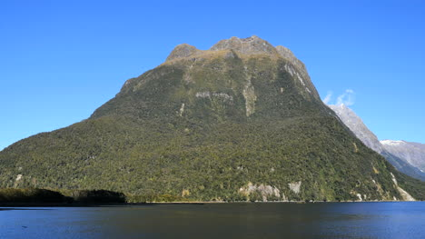 New-Zealand-Milford-Sound-Mitre-Peak-Side-View