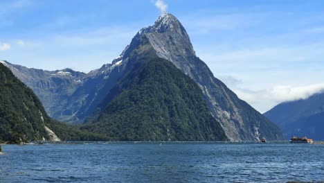 New-Zealand-Milford-Sound-Mitre-Peak-Tour-Boats