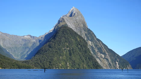 New-Zealand-Milford-Sound-Mitre-Peak-With-Kayaks