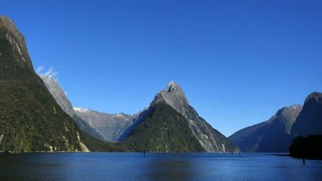 Nueva-Zelanda-Milford-Sonido-Mitre-Peak