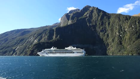 New-Zealand-Milford-Sound-Cruise-Ship-Beyond