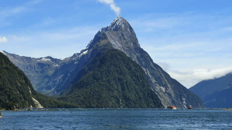 New-Zealand-Milford-Sound-Dramatic-View-Mitre-Peak