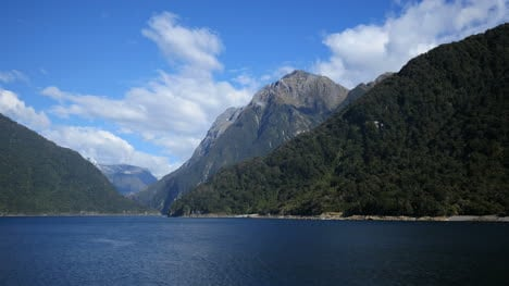 New-Zealand-Milford-Sound-Entry-Into