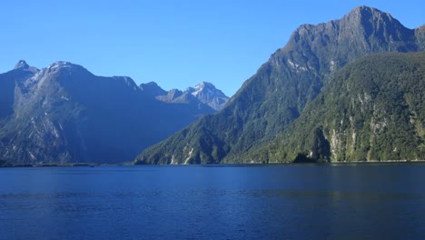 New-Zealand-Milford-Sound-Mountains-Above