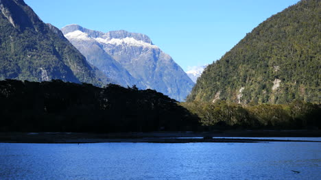 New-Zealand-Milford-Sound-Mountains