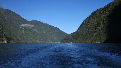 New-Zealand-Milford-Sound-View-From-Boat