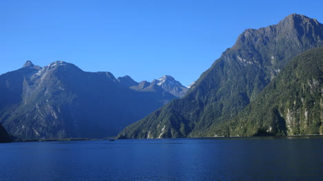 New-Zealand-Milford-Sound-View-Of-Passing-Cliffs