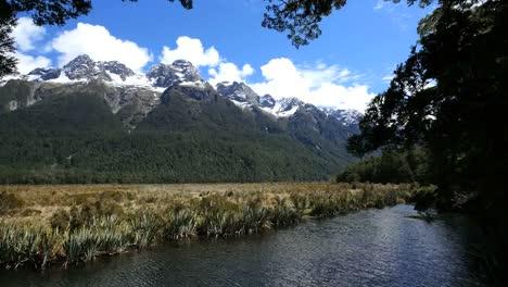 New-Zealand-Mirror-Lakes-With-Mountains-Fiordland