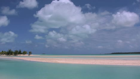 Aitutaki-Lagoon-With-Sand-Bars-Under-Clouds