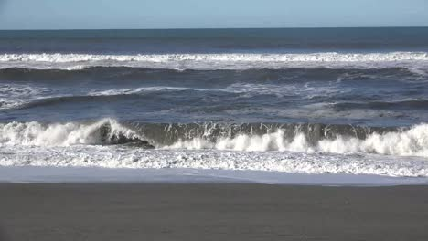 California-Waves-On-Beach-In-Sunshine-Sound