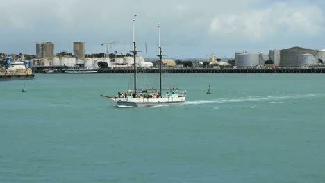 New-Zealand-Auckland-Bay-Sailboat-Without-Sails