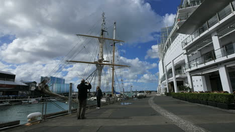 New-Zealand-Auckland-Tourists-And-Sailing-Ship