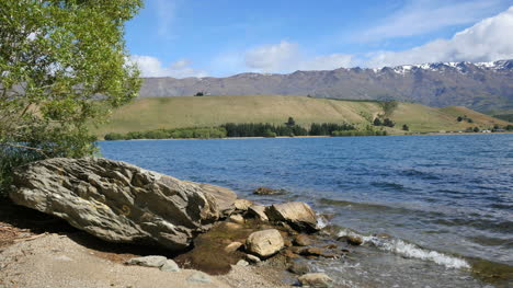 New-Zealand-Lake-Dunstan-With-Big-Rock-And-Moraine