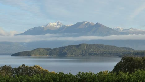New-Zealand-Lake-Manapouri-Morning-View-Of-Mountain