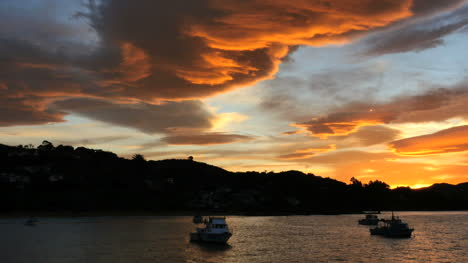 New-Zealand-Moeraki-Sunset-Orange-Clouds-Pan