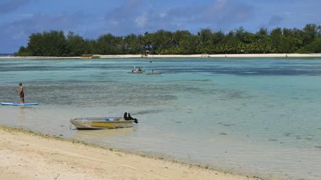 Rarotonga-Lagoon-Muri-Beach-With-Motor-Boat